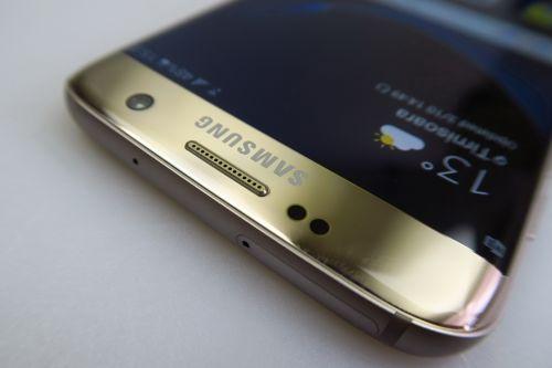Samsung Galaxy S7 Edge, este rezistent la apa si praf