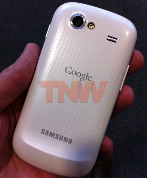 Samsung Nexus aduce Android 2.3 Gingerbread În Europa prin Vodafone, În varianta cu carcasă albă?