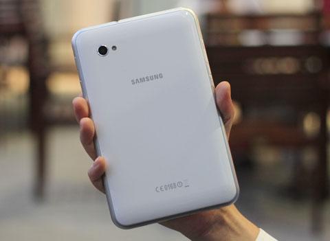 Samsung Galaxy Tab 7.0 alb (spate)