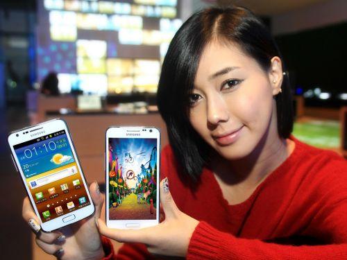 Samsung lansează versiunea albă pentru Galaxy S II HD LTE