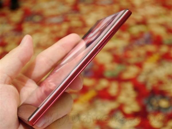 Sharp prezintă telefoanele Aquos Crystal și Crystal X, telefoane cu ecran cu adevărat edge to edge