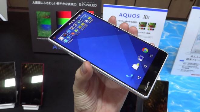 Sharp Aquos Xx primește un hands-on detaliat; iată cum arată phablet-ul cu ecran edge-to-edge )VideoÖ