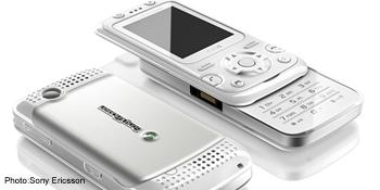 Sony Ericsson F305, adevaratul PSP Phone