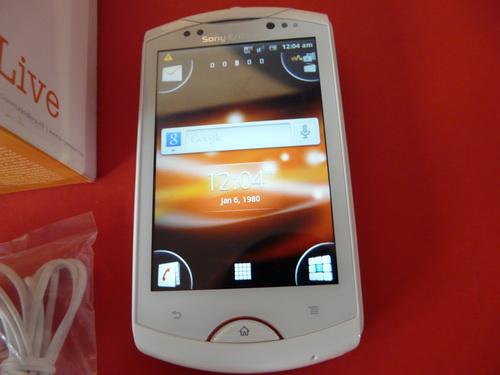 Sony Ericsson Live With Walkman scos din cutie și pus la ureche (Video)
