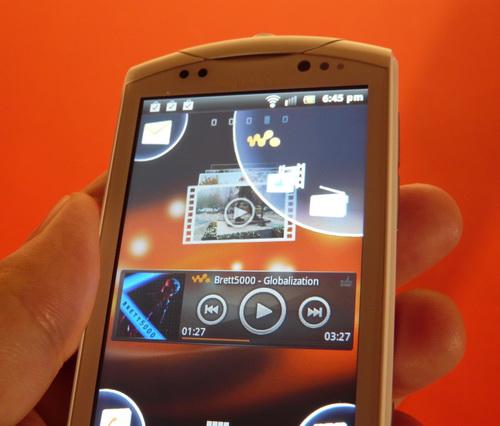 Review Sony Ericsson Live With Walkman - Întoarcerea lui Walkman, dar și coborârea sa către low end (Video)