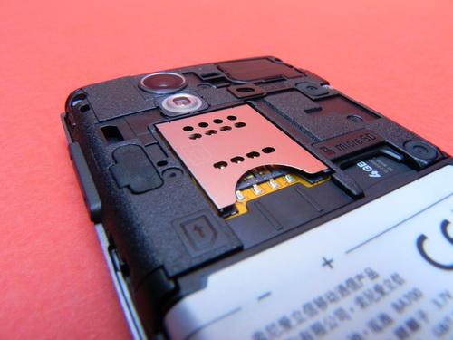 Sony Ericsson Xperia Ray - baterie, card microsd, camera