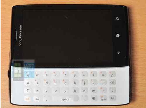 Prototip de telefon Sony Ericsson cu Windows Phone la vânzare pe eBay!