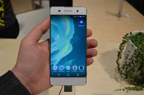 MWC 2016: Sony Xperia XA prezentare hands-on - cel mai arătos telefon Sony din ultimii ani, cu ecran edge to edge