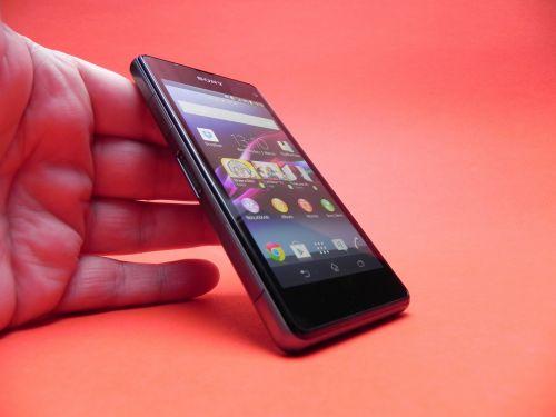 Sony Xperia Z1 Compact Review: cel mai bine dotat mini, cu o cameră la nivelul lui Z1 (Video)