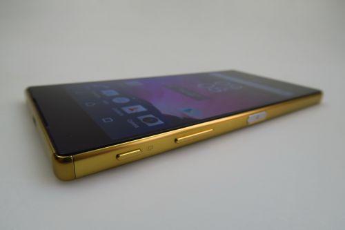 Sony Xperia Z5 privit din lateral