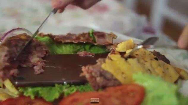 Sony Xperia Z3 este prăjit şi inclus într-un hamburger, continua să funcţioneze (Video)