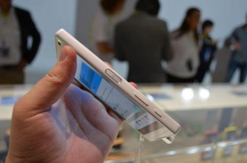 IFA 2015: Sony Xperia Z5 Compact hands-on - cel mai bun telefon cu ecran sub 5 inch ni se dezvăluie la Berlin (Video)
