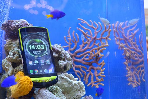 Torque G02 este un prim telefon rezistent la apă sărată marină; Vine şi cu încărcare wireless şi dotări midrange