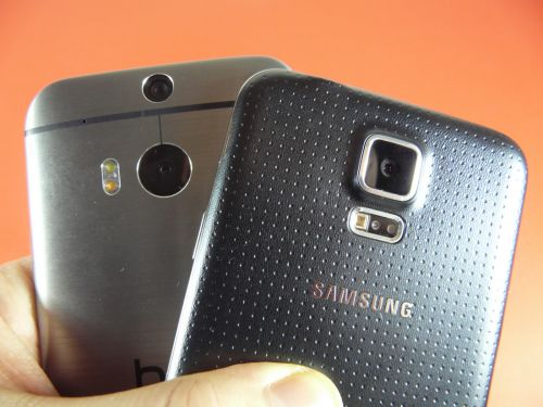 Samsung Galaxy S5 comparat cu HTC One M8