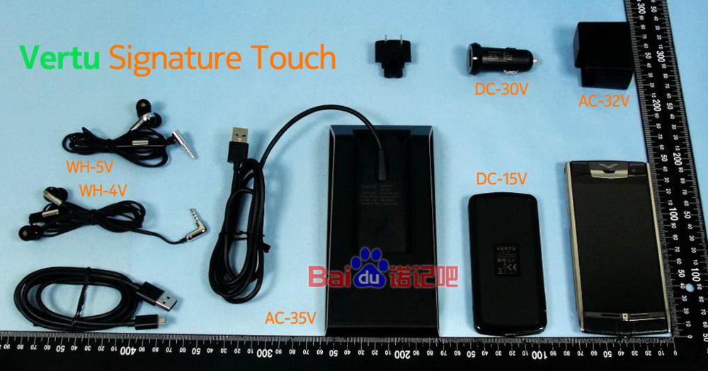 Smartphone-ul de lux Vertu Signature Touch este disecat În fața camerei
