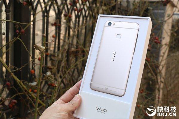 Primul telefon cu 6 GB RAM, Vivo Xplay 5 primeşte un unboxing (fotografii hands-on)
