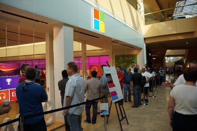 Cozi stil Apple pentru tableta Microsoft Surface; Adepții Marului se declară surprinși!