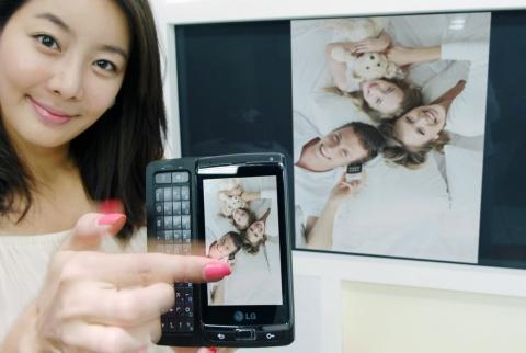 Primul telefon Windows Phone 7