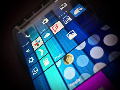 Un oficial Microsoft afirmă că Windows 10 Mobile va sosi în noiembrie