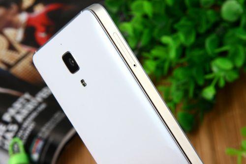Xiaomi Mi 4 costă acum doar 153.99 dolari prin intermediul unui retailer chinez; vine în varianta de culoare albă