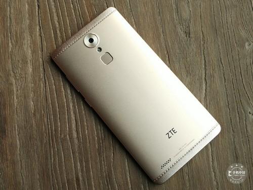 ZTE Axon Max disponibil acum la vânzare în China, la preţ de 425 dolari; Telefon cu ecran de 6 inch, acustica high end