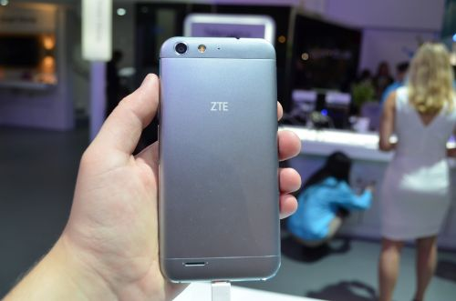 ZTE Blade V6 hands-on