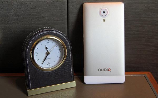 ZTE anunță Nubia X6, un telefon uriaș de 6.44 inch, cu cameră frontală de 13 MP