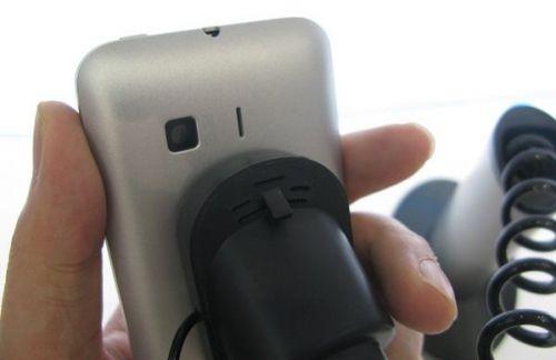 Android trece in Dual Mode cu ZTE R750