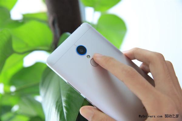 Un nou model ZTE V5 apare pe web, în imagini hands on ce prezintă un scanner de amprente, corp metalic