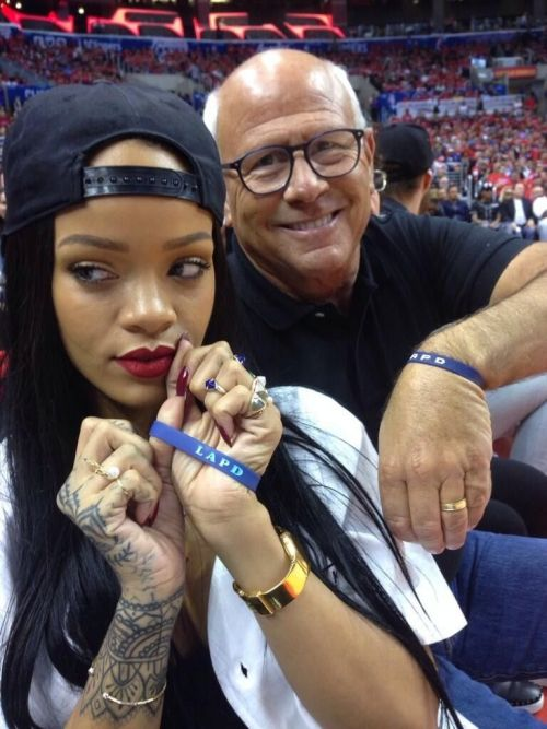 Telefonul stricat de Rihanna devine cel mai scump handset nefuncțional vândut pe eBay la prețul de 66500 de dolari