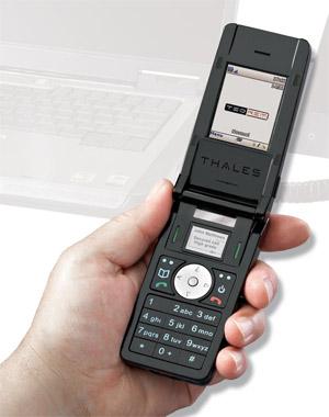Presedintele francez Sarkozy primeste un mobil criptat, renunta la BlackBerry