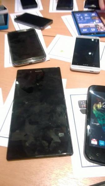 Phabletul Nokia Lumia 1030 fotografiat lângă Sony Togari, un alt phablet mult așteptat; HTC M4 e și el În imagine!