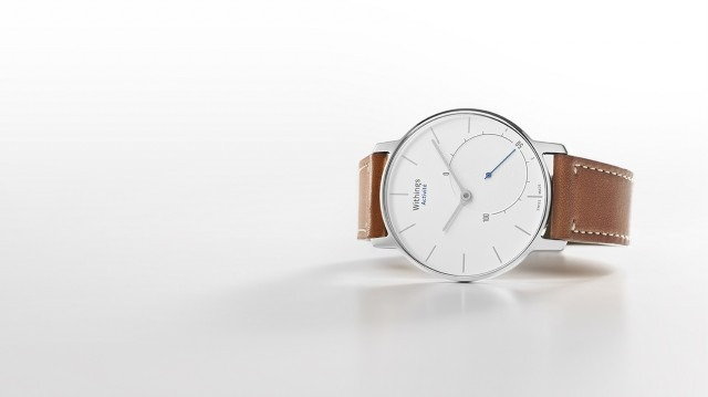 Withings Activite Pop este un fitness tracker care arată ca un ceas old school