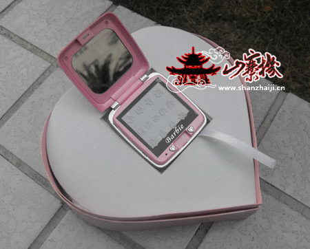 Telefonul chinezesc Barbie nu este doar o clona