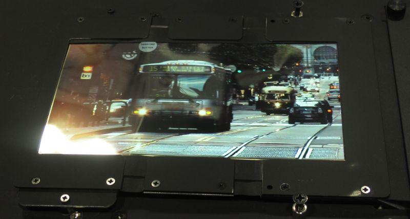 Nokia anunță lansarea unor panouri OLED flexibile ce pot reda imaginea chiar și atunci când sunt Îndoite