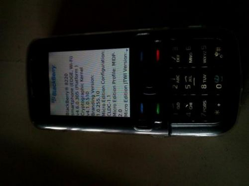 Nokia 5700 ruleaza BlackBerry 8220 4.6 OS