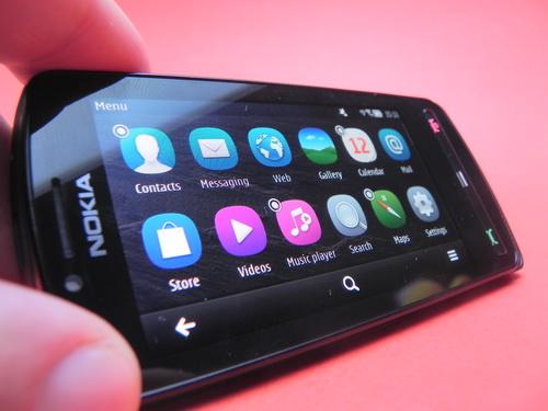Nokia 700 in mod landscape