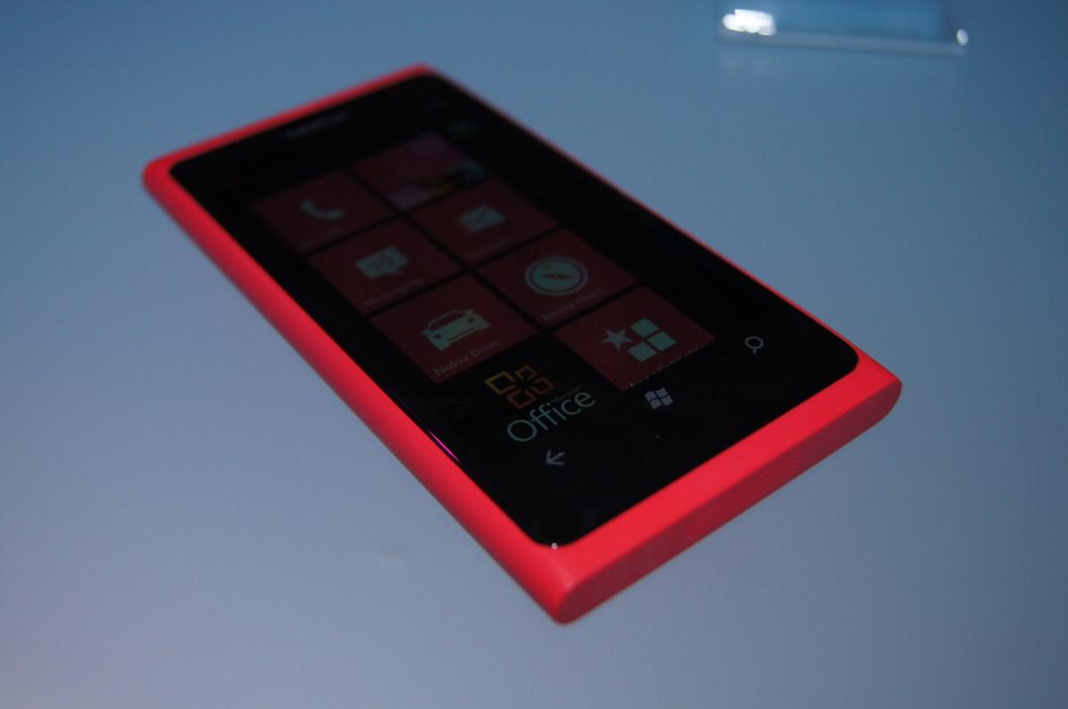 Cea mai bună ofertă pentru Nokia Lumia 800 și Lumia 710 - Cosmote, Orange sau Vodafone?