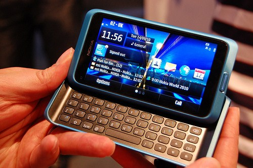 Nokia E7 sosește astăzi În mâinile celor care l-au comandat! Început bun de săptămână pentru finlandezi