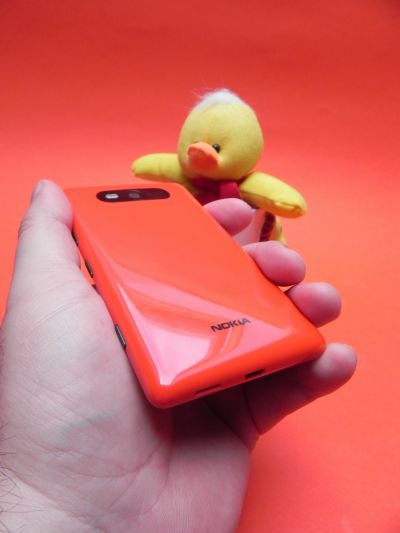 Spatele lui Nokia Lumia 820