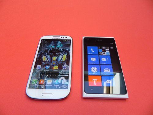 Nokia Lumia 900 versus Samsung Galaxy S III