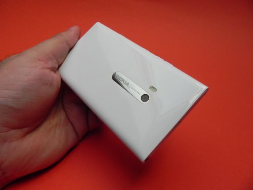 Nokia Lumia 900 - partea spate