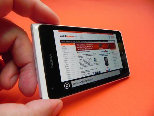 Recenzie Nokia Lumia 900