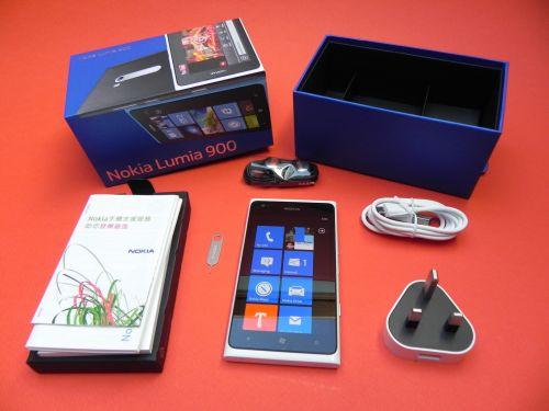 Nokia Lumia 900 unboxing