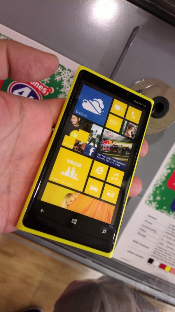 Nokia Lumia 920 galben