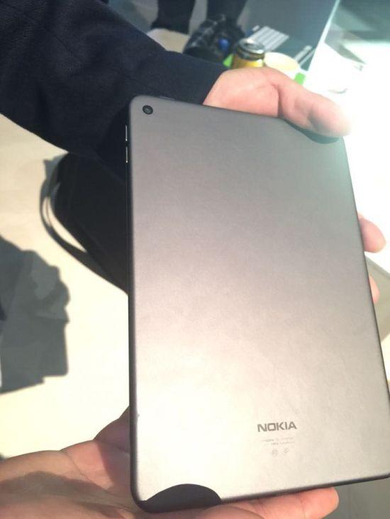 Iată o serie de prime fotografii hands-on cu tableta Nokia N1