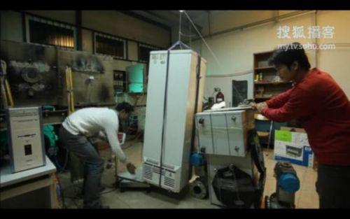 Nokia N8 ridică un frigider de 60 de kilograme! (Video)