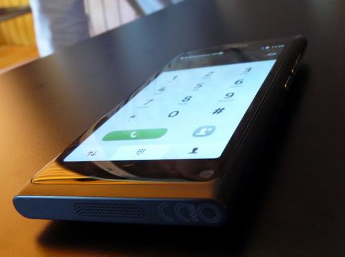 Nokia N9, prezentat În premieră În România! Iată experiența noastră hands-on cu primul telefon MeeGo! (Video)