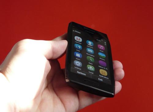 Nokia X7 scos din cutie