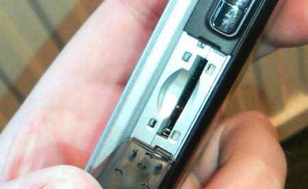 Slotul miniSD cu un nou design